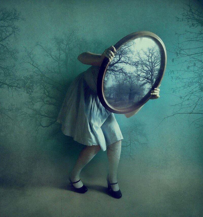 Quel che attende oltre lo specchio